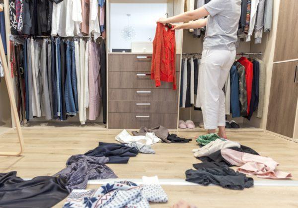 Cinc trucs que et faran més fàcil el canvi d'armari